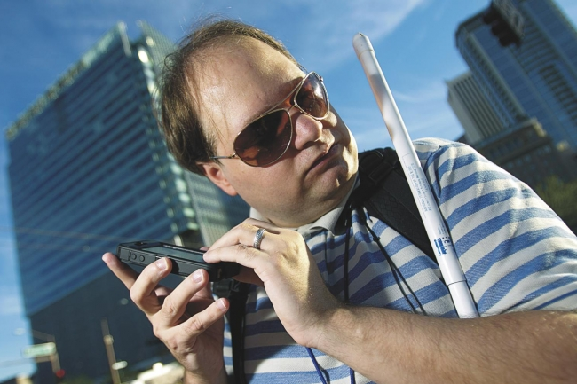 Blind man uses cellphone to navigate the city